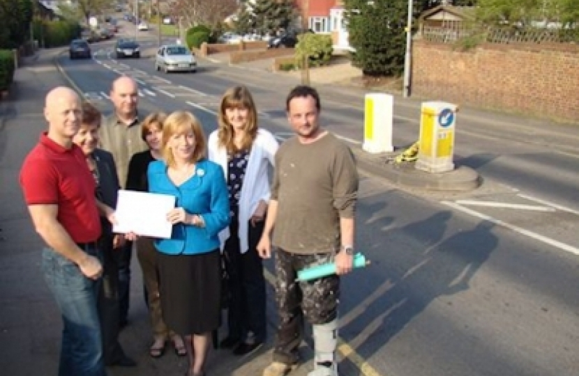 Eleanor Laing MP receives petition in Loughton Way